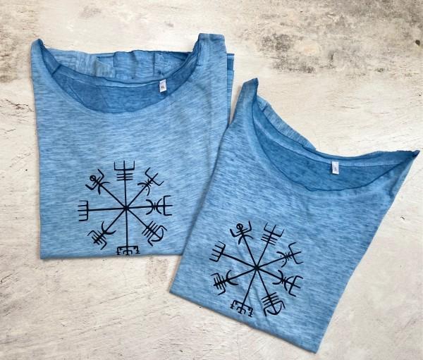 T Shirt Gr. S hellblau mit schwarzer Rune