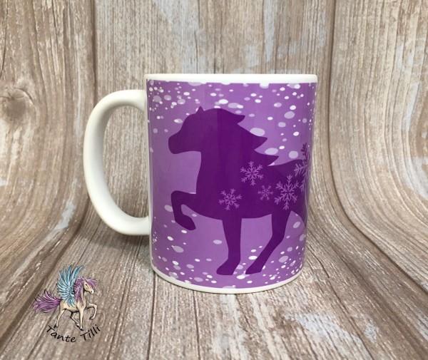 Tasse handbedruckt mit Schneetölter in lila
