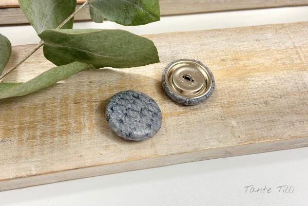 Handgefertigter Knopf grau meliert 23 mm aus Fischleder